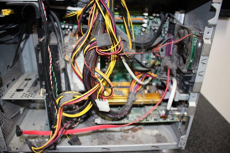 Schmutz und Dreck im Computer - Hier wäre ein Wartung dringend nötig gewesen!